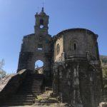 En mitad del bosque, el increíble Monasterio de Caaveito. Es bonito por fuera pero recorrerlo por dentro lo es aún más.